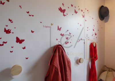 Lea-Interiors-Design-Bergerac_Realisations-Entree-Rose-MEL-&-KIO-Stickers-HARTO-Pateres