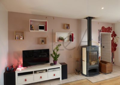 Lea-Interiors-Design-Bergerac_Realisations-Salon-Rose-ambiance-coin-TV