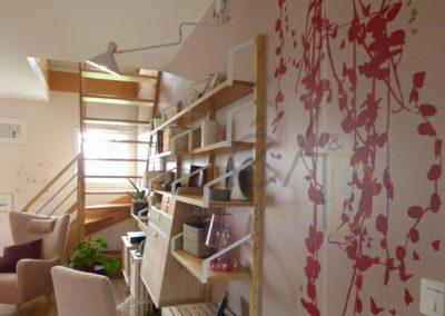 Lea-Interiors-Design-Bergerac_Realisations-Salon-Rose-ambiance-IKEA-etageres-MEL-&-KIO-stickers-HARTO-secretaire-2