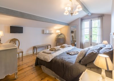 Lea-Interiors-Design-Bergerac-St-Emilion-mise-en-scene-chambre-adulte-Feminin-1