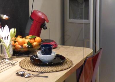 Lea-Interiors-Design-Bergerac_Decoration-Interieur-Style-Industriel-marin_Cuisine-rouge-laque-coin-dejeuner