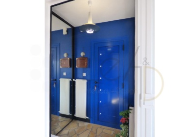 Lea-Interiors-Design-Bergerac_Decoration-Interieur-Style-Industriel-marin_Entree-Bleu-gentiane-2